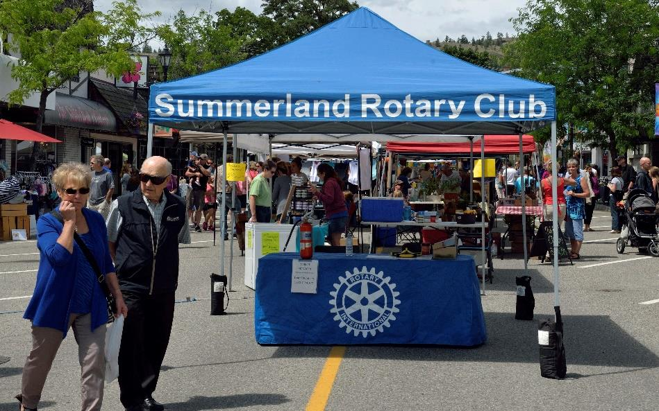 Rotary-Booth-at-Market